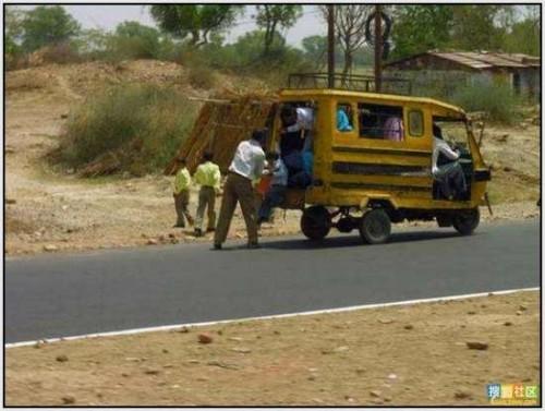 Ĺkolski autobus Indija 18