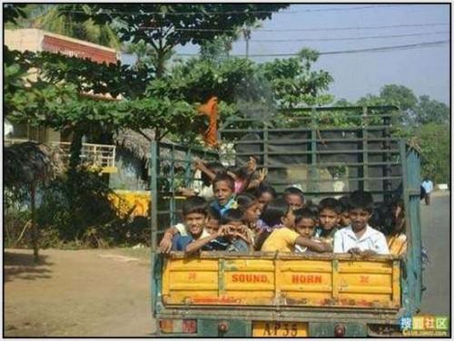Ĺkolski autobus Indija 23