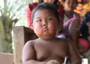Shocking, Bizarre, Indonesia baby smoke 40 cigarettes day