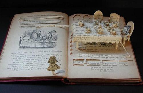 Zanimljive skulpture od starih knjiga